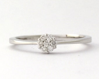 0.10 cttw Cluster Set Diamonds 18kt White Gold Solitaire look Ring