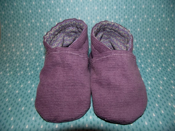 Purple corduroy baby booties shoes with diamond pattern inside -  Size US 2 for 3 - 6 Months