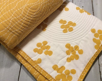 Gender neutral Baby quilt, baby quilts, modern baby quilt, yellow white baby quilt,baby, 100% cotton baby quilt, handmade  cotton baby gift