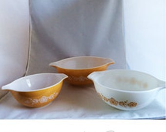 Pre-Loved Butterfly Gold Set Pyrex Mixing Bowls