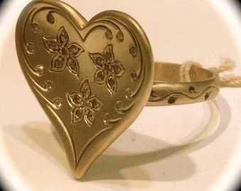 Hand Engraved 14K Yellow Gold Heart Shape Ring with Diamonds.