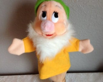 Disney Snow White and the Seven Dwarfs Bashful Hand Puppet