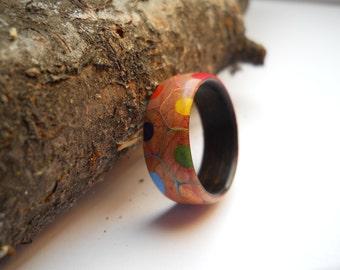 coloured pencil ring with makassar ebony band, custom, handmade