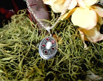 Sterling Silver Necklace With Pearls & Garnets