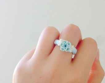 Polymer clay ring, flower ring, polymer clay in blue and white