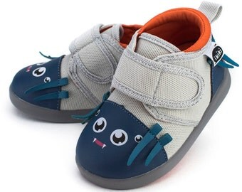 Silk von Webster Spider Toddler Walking Shoes with On-Off Squeaker by ikiki Squeaky Shoes