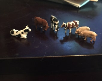 Pigs and cows farm animals HO scale