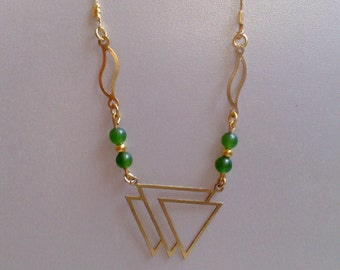 Necklace pendant golden triangle and green jade pearls
