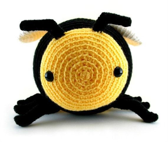 Kawaii Amigurumi Bee : Large amigurumi bee pattern - crochet bumble bee, crochet ...