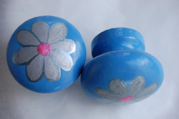 Silver Daisy Drawer Knob/ Cupboard Handle Hand Painted 3 Sizes Available 30mm, 40mm, 53mm