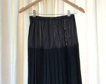 80s Vintage Black Pleated Knee Length Skirt