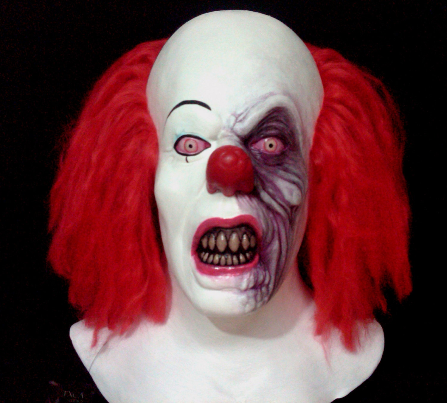it the clown Pennywise the dancing clown is the villain who haunts a small american town in the recently-released big screen version of the stephen king book, it and with real-life clown sightings going on in the uk, the character reflects our fascination with these so-called entertainers but what do we know about.