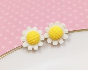 White Daisy Studs, White Flower Earrings, Flower Girl Earring, Sensitive Ear Stud, White Sunflower Stud, Bridesmaid Gift (SE3)