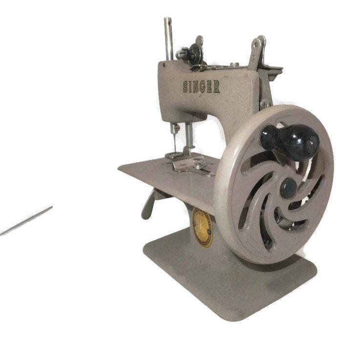 Macchina da cucire singer d 39 epoca modello mini childs 20 for Mini macchina per cucire