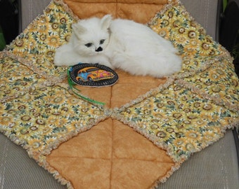 Gold Cat Blanket, Cat Bed, Cat Quilt, Cat Accessories, Crate Pet Mat, Pet Travel Blanket, Luxury Cat Bed, Pet Bedding, Cat Bedding, Pet Mat