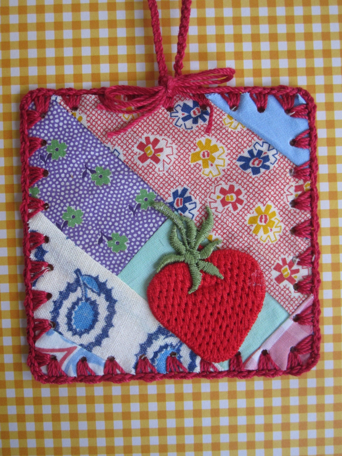 Strawberry Flowers / Crochet Vintage Quilt Block by ShoeFlower