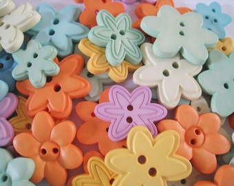 40 pcs of Pastel Flower Buttons - 20 - 32 mm