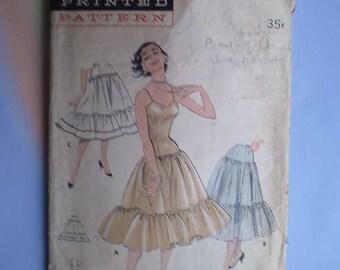 Vintage 50s Ruffled Slip & Petticoats Pattern 30 25 33