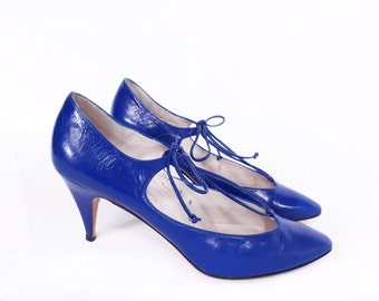 ELECTRIC BLUE vintage spike heels // 80's leather PUMPS // retro blue shoes 8 N