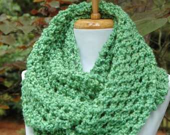 Green Chunky Knit Infinity Scarf, Circle Scarf, Knitted Infinity Scarf, Women Scarf, Knitted Neckwarmer, Lacy Design Soft Lightweight Vegan