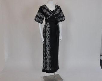 50s hawaiian dress / Stunning Vintage 1950's Tiki Print Hawaiian Dress