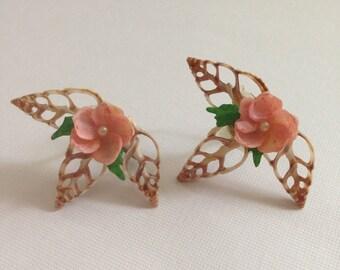 Vintage Souvenir Shell Art Flower Clip On Earrings