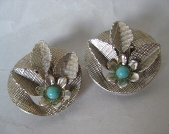 Flower Green Gold Texture Earrings Clip Vintage