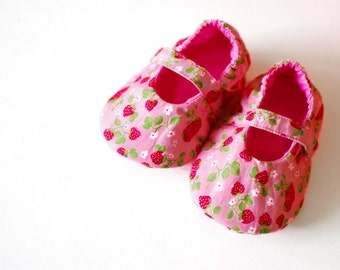 STRAWBERRIES baby girl shoes, mary jane baby booties with soft sole, newborn shoes, baby shower gift