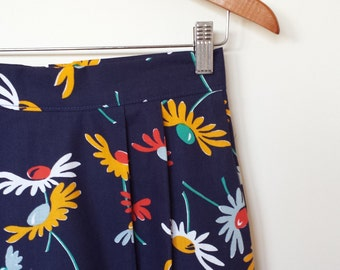 ON SALE...daisy...vintage fabric straight skirt with side seam pockets