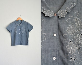 vintage charcoal gray embroidered CUT-OUT FLORAL short sleeve boxy button-up blouse. size s m.