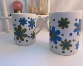Coffee Mugs Vintage Daisy Flower Cups Pair Blue and Avacado Green Mod Hip Retro