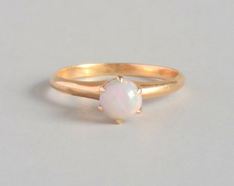 Antique Opal Ring. 10k Gold. Edwardian Solitaire. Size 5.5