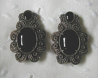 Vintage Pair Gothic Look Black Glass Shoe Dress Clips