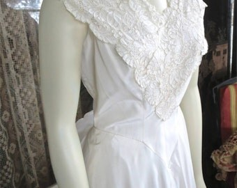 Late 1940s Vintage Ivory Taffeta & Lace Wedding Gown Tulle Lined With Panniers 32 Bust