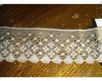 Lace Trim/Light Beige/2 & 1/2 yards/ Craft Supplies (#033V)*