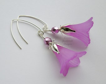 Pink lily earrings, pink flower earrings, pink and silver earrings, flower jewelry, nature inspired, drop earrings