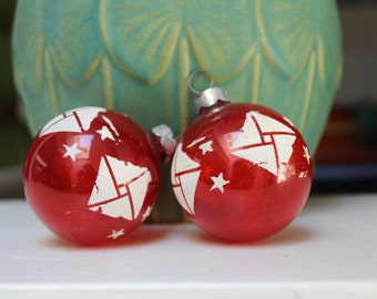 2 Glass Unsilvered Christmas Ornament TWO Red White Stenciled Stars WWII Tree War Era VINTAGE by Plantdreaming