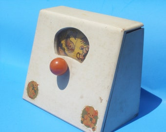Antique Wooden Wind-up Musical Moving Picture Toy WORKS (Pre Fisher Price)