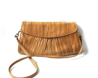 vintage 1970's eel skin purse tan beige neutral womens fashion handbag shoulder bag mid century retro animal leather accessories accessory