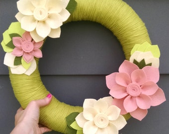 Green & pink yarn wreath, yarn wreath, door decor,felt flower wreath,spring wreath,summer wreath,flower wreath,wedding decor, summer decor,