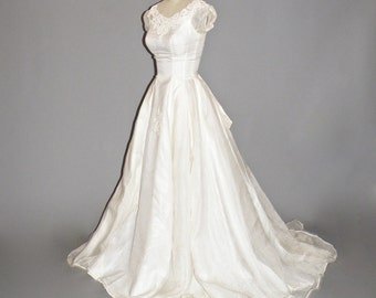 Vintage 50s Wedding Dress, 1950s Ivory Wedding Dress with Cap Sleeves and Floral Embroidery, XS