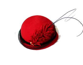 vintage hat 1950's red felted wool dress feather black netting veil capulet