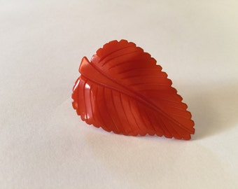 Vintage 1930s Bakelite Dress Clip - Carved Leaf - Fantastic 40s Plastic