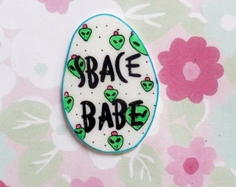Space babe, Alien, Alien Brooch, pin, pink hair, holographic glitter pin, tumblr, 90's, grimes