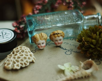 2pcs of Resin hand painted  doll head patch