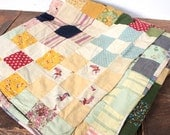 Antique 1940s Patchwork Quilt // 30s 40s Feedsack Folk Art Blanket // Hand Stitched Bedspread // Cutters Quilt