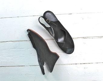 vintage black suede wedges - HUSH PUPPIES 40s style peeptoe shoes / sz 8N