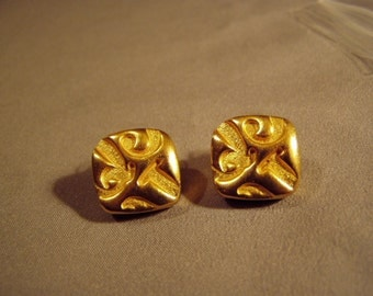 Vintage 1980s Roberta Chiarella Signed Yellow Gold Plated Pierced Earrings 7929