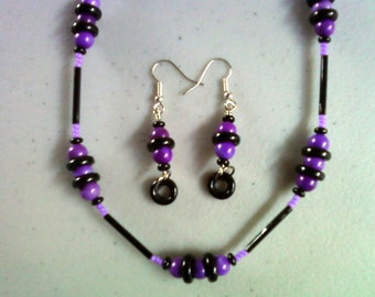 Fun Purple and Black Beaded Necklace and Earrings (0053)