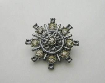 Vintage Pot Metal Rhinestone Clear Crystal Brooch Pin